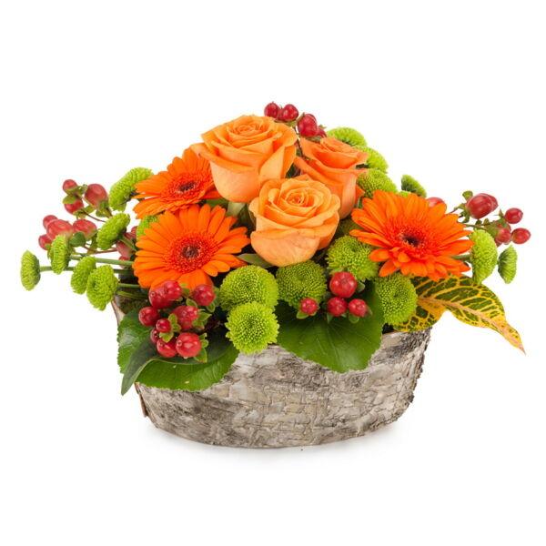 Een prachtige kleurexplosie voor je ogen. Dit bloemstuk is gemaakt met seizoensbloemen in rode, groene en oranje tinten. Een prima cadeau-idee voor een verjaardag of gewoon zomaar!
