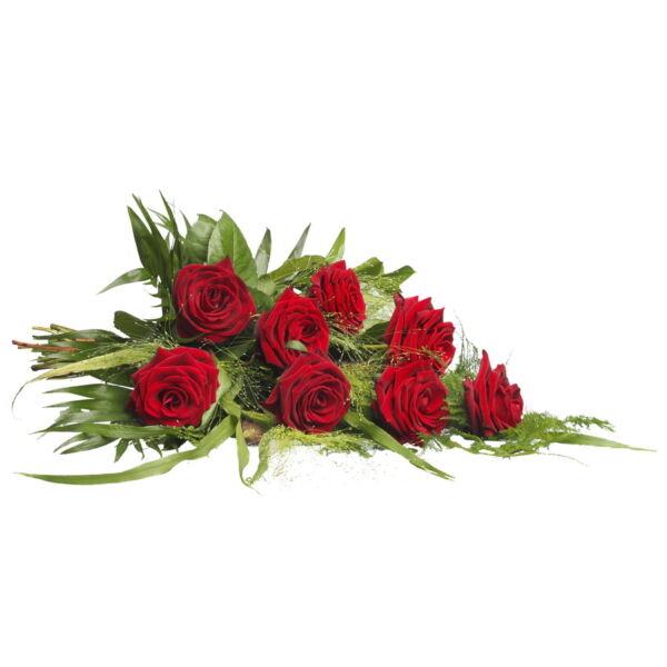 Een elegant rouwboeket met Rozen en seizoensgroen. Handgemaakt en persoonlijk bezorgd door een van onze lokale bloemisten.